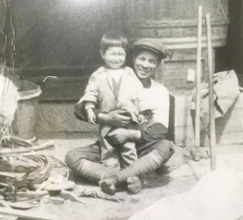 岩崎ファームの先代祖父と父の幼少時の写真