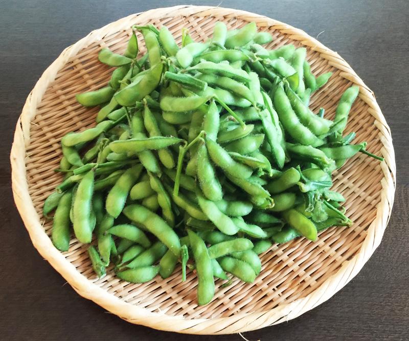 茹でたての枝豆の写真